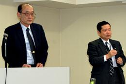 会見に出席した安田社長(左)と高橋常務