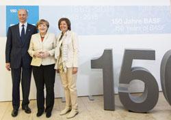左からボック会長、メルケル・ドイツ首相、マル・ドライヤー州首相