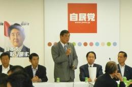 自民党の石破茂幹事長は政府と党のTPP対策責任者に公約を守るよう厳命しているという。写真は9月4日の党の会合