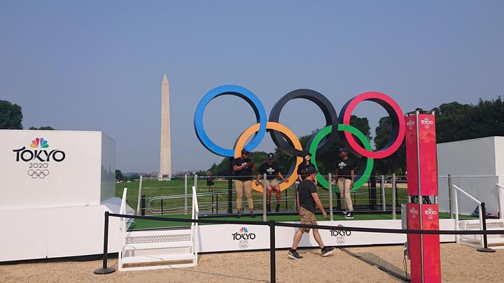 いまなら、ワシントンDCのシンボルであるワシントン記念塔と五輪マーク(PRイベント)がみられる