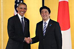 握手を交わす日米首脳(4月24日、赤坂迎賓館)