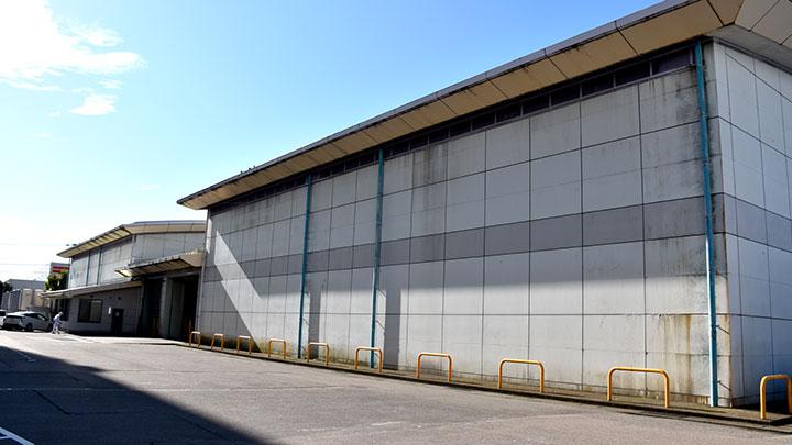 金沢米穀低温倉庫の外観