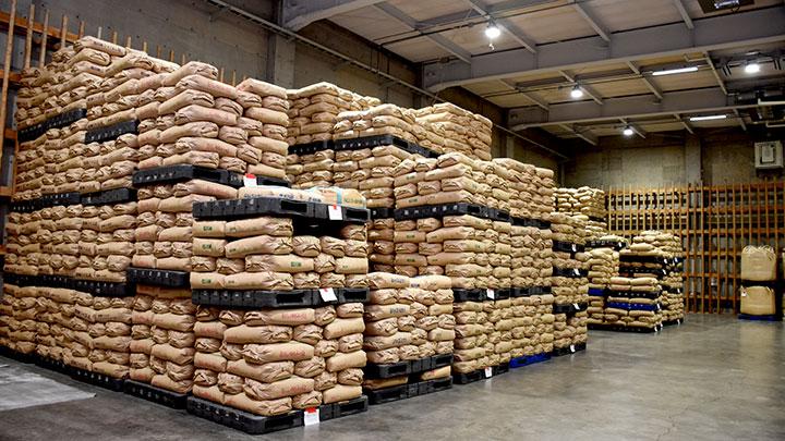 実需者が米の保管を見学に来ることも