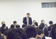 27日午前の自民党外交・経済連携調査会であいさつする石破茂幹事長