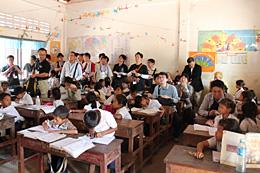 カンボジアの小学校で授業参観