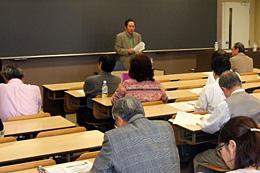 格差、貧困の克服に向けた取り組みについて討議した公開研究会