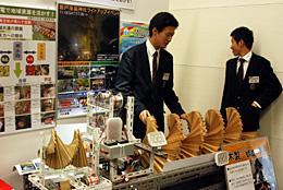 会場に展示された伏見工業高校の小水力発電機