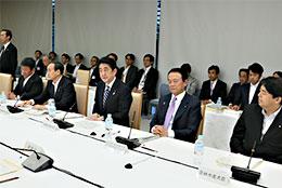 産業競争力会議課題別会合であいさつする安部首相(首相官邸ホームページより)