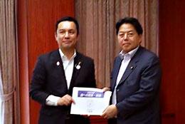 鈴木三重県知事(左)と林農相
