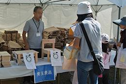 28日の市民まつりで配布された木工品