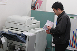 葬祭事業の印刷で活用されている高速プリンター「オルフィス」