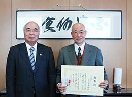 大金義昭氏(右)と萬歳会長