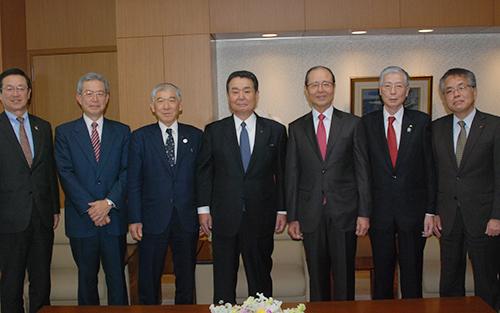 全農の中野吉實会長、岡本健治副会長、長澤豊副会長らと懇談した王氏