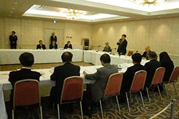 2月13日に開かれた有識者会議のようす