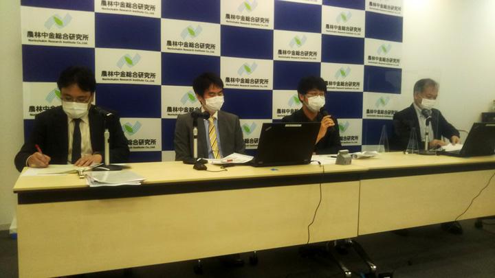 オンラインで行われたフォーラム。右から草野氏、長谷氏、石田氏、柳田専務