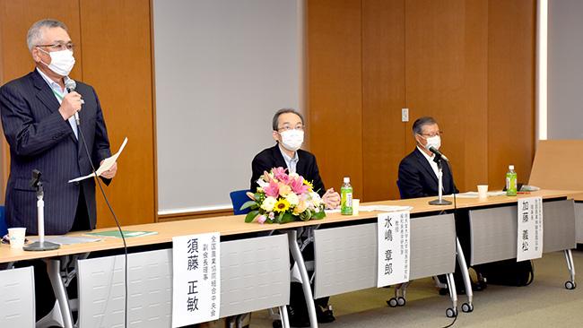 左からJA全中の須藤副会長理事、順天堂の水嶋教授、NPO法人農園協会の加藤理事長