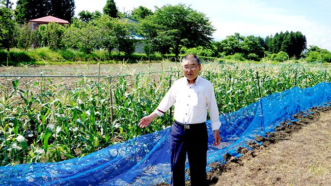 湯沢農業生産組合近くの学童農園と熊谷会長
