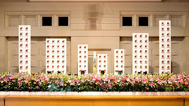 フェス会場に飾られた花束
