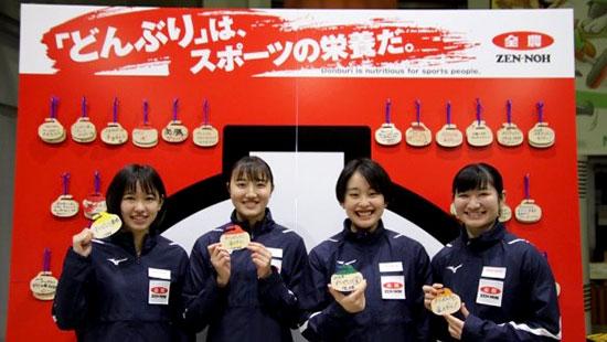 女子優勝の札幌協会の選手