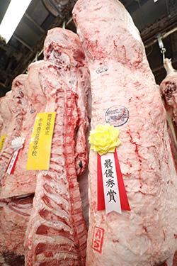 枝肉評価部門最優秀賞の市来農芸高校の枝肉