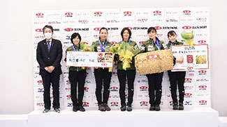 女子優勝の北海道銀行の選手