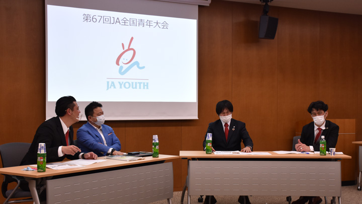 写真右から竹内理事、浪岡理事、山本氏、柿嶌副会長