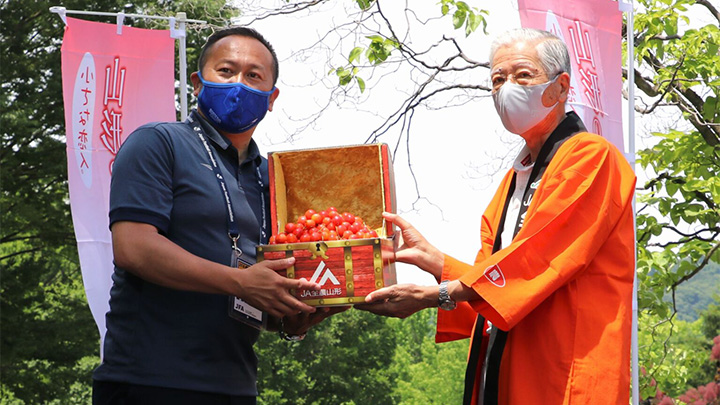 県産サクランボ「佐藤錦」35kgをJリーグ選手らに贈呈 JA全農山形