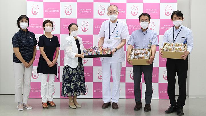小山市新市民病院への贈呈の様子