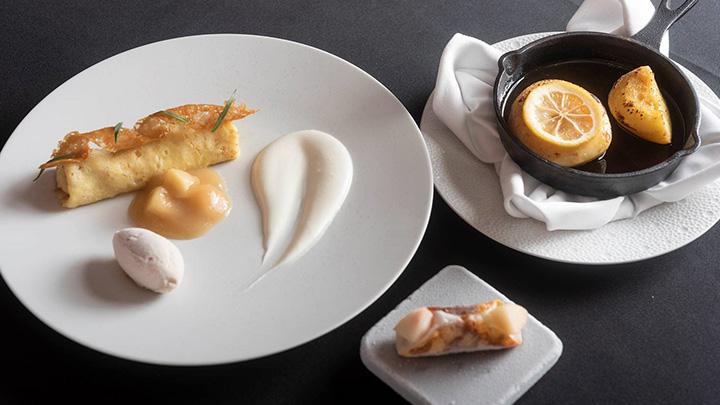 ラ・ロシェル山王の「福島県産 白桃のクレープシュゼット 香り高い桃のローストと共に」