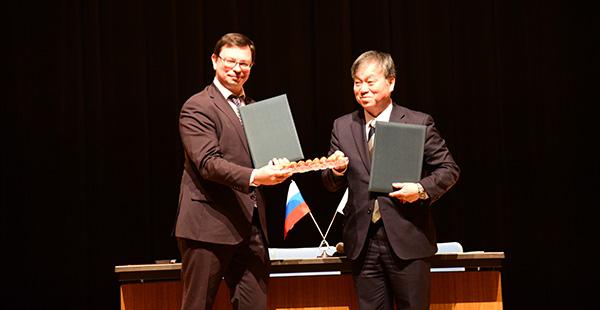 ロシア極東連邦大学との連携協定調印式