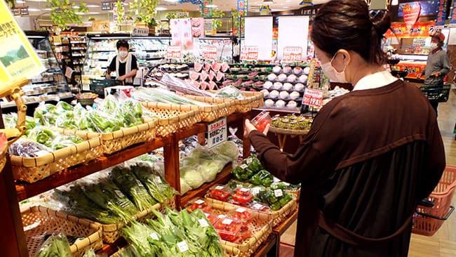 Aコープ内の生産者直売コーナーの野菜は新鮮さで定評