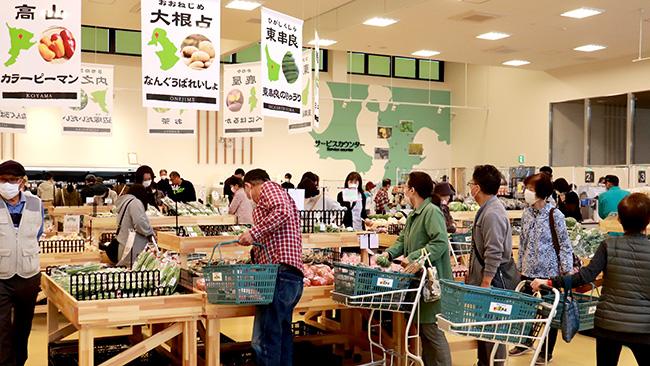 食と農の交流の場、賑わう「どっ菜市場」