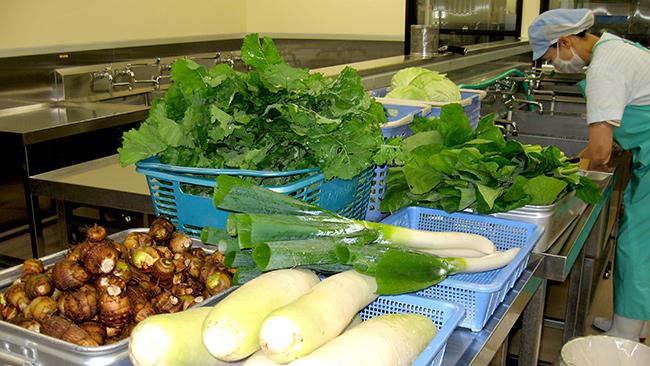 学校給食用の野菜洗浄所