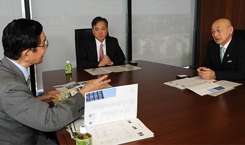 高野克己・東京農大学長、三角修・JAきくち組合長、白石正彦・東京農大名誉教授の座談会のようす