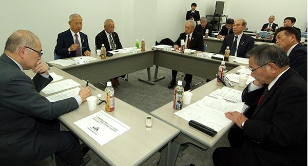 JAいわて中央(岩手県)、JA栗っこ(宮城県)、JAえひめ南(愛媛県)の 代表理事組合長と代表理事専務とJA全中比嘉専務理事による懇談会の様子