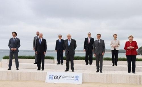 G7首脳との集合写真:外務省ホームページより