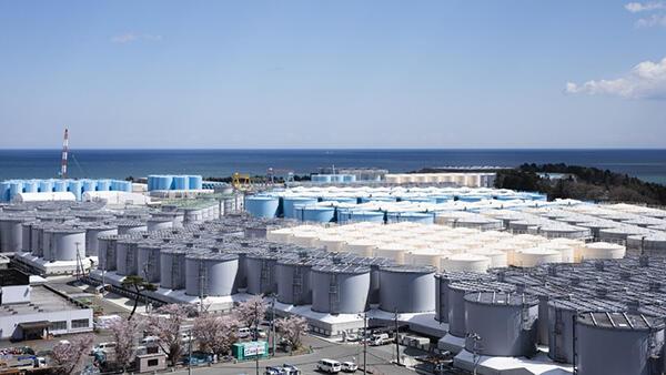 福島第一原発敷地内のタンクに貯蔵されているALPS処理水(経産省ホームページから)