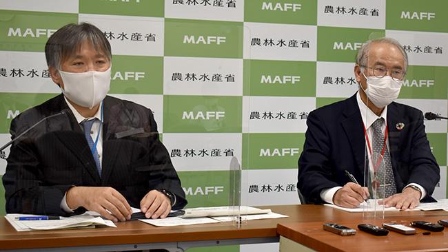 農水省農林水産技術会議事務局の島村知享研究推進課長(左)と梅本雅農研機構理事