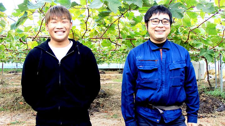 卒業生でぶどう農家の小平さん(写真左)と田代さん