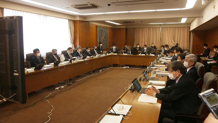 会合はテレビ会議方式で行われた。
