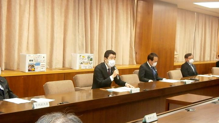 2月2日の農水省の対策本部。飼養衛生管理の徹底を呼びかける野上農相。