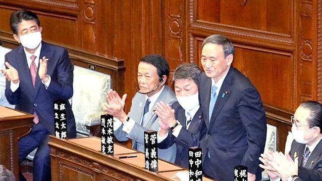 総理大臣の使命を受ける菅義偉議員