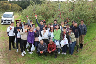 輸出しているリンゴの留学生向け収穫体験会