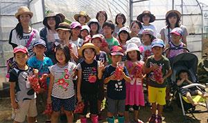 nous1706060801.jpgJAによる農業体験活動が重要になっている。写真はJA秋田やまもとのJAスミンクラブによる夏の親子教室で