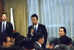2月のシンガポールにおけるTPP閣僚会議の報告をする甘利担当相(自民党本部で)