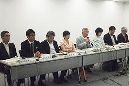 6月答申の際の規制改革会議会見。9月からも岡議長(右から4番目)、金丸・農業WG座長(左から2番目)体制は変わっていない。