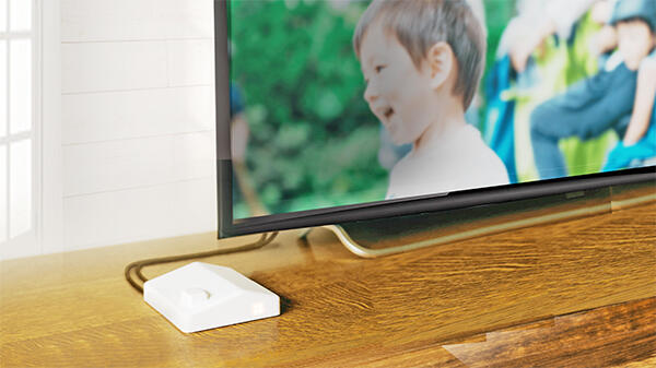 設置はテレビに取り付けるだけ。ネット環境の準備は不要