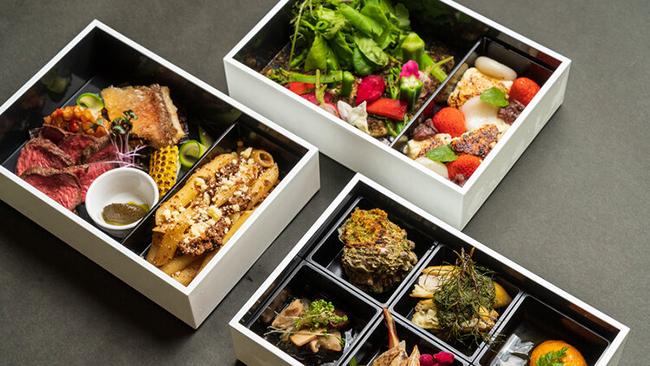 ディナーは山形庄内の食材をふんだんに詰め込んだ3段からなる洋食のお重