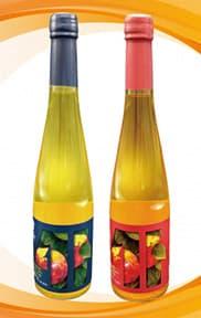 新商品の500ml「青森りんごドライスパークリングワイン」と「同スイートスパークリングワイン」