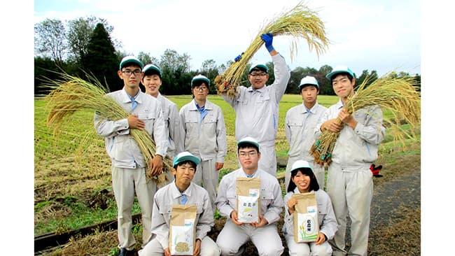 福島県立岩瀬農業高校の生徒たち